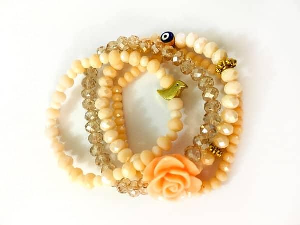 ست دستبند چهارتايي کریستالی با گل فومي و مهره چشم نظر و مرغ آمين و رنگ گلبهي روشن