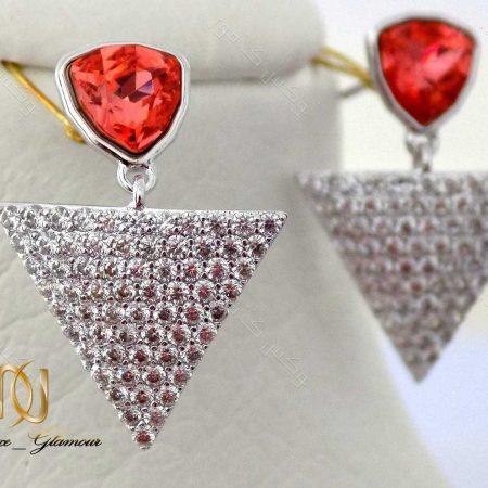 گوشواره دخترانه نگین دار طرح مثلث با کریستالهای سواروفسکی اصل Er-n115 عکس اصلی روی استند