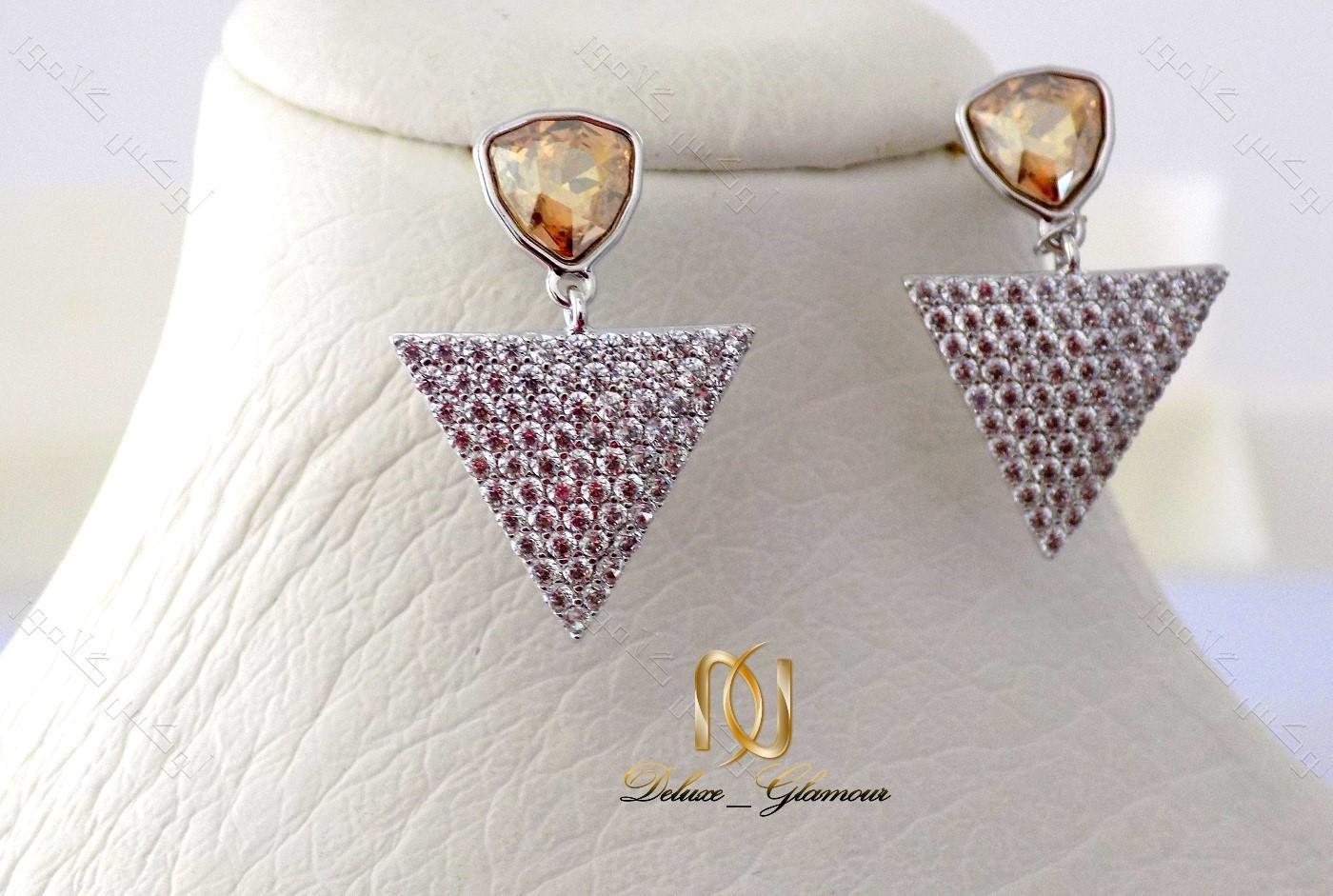گوشواره دخترانه نگین دار شامپاینی مثلثی با کریستالهای سواروفسکی Er-n116 عکس اصلی روی مانکن
