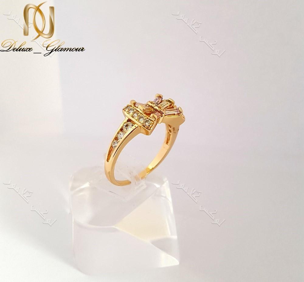 انگشتر ظریف دخترانه طلایی ژوپینگ با کریستالهای رنگی طرح پاپیون Rg-n133 عکس از بغل