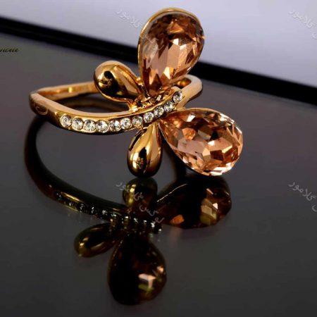 انگشتر دخترانه طلایی طرح پروانه کلیو با کریستال های سواروسکی rg-n026 روی سطح