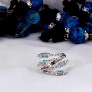 انگشتر دخترانه نقره ای کلیو با کریستالهای رنگارنگ سواروفسکی Rg-n170 از نمای دیگر