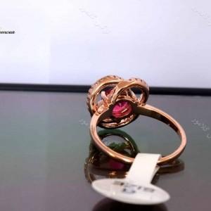 انگشتر رزگلد دخترانه کلیو با کریستال قرمز سواروسکی rg-n027 از نمای پشت