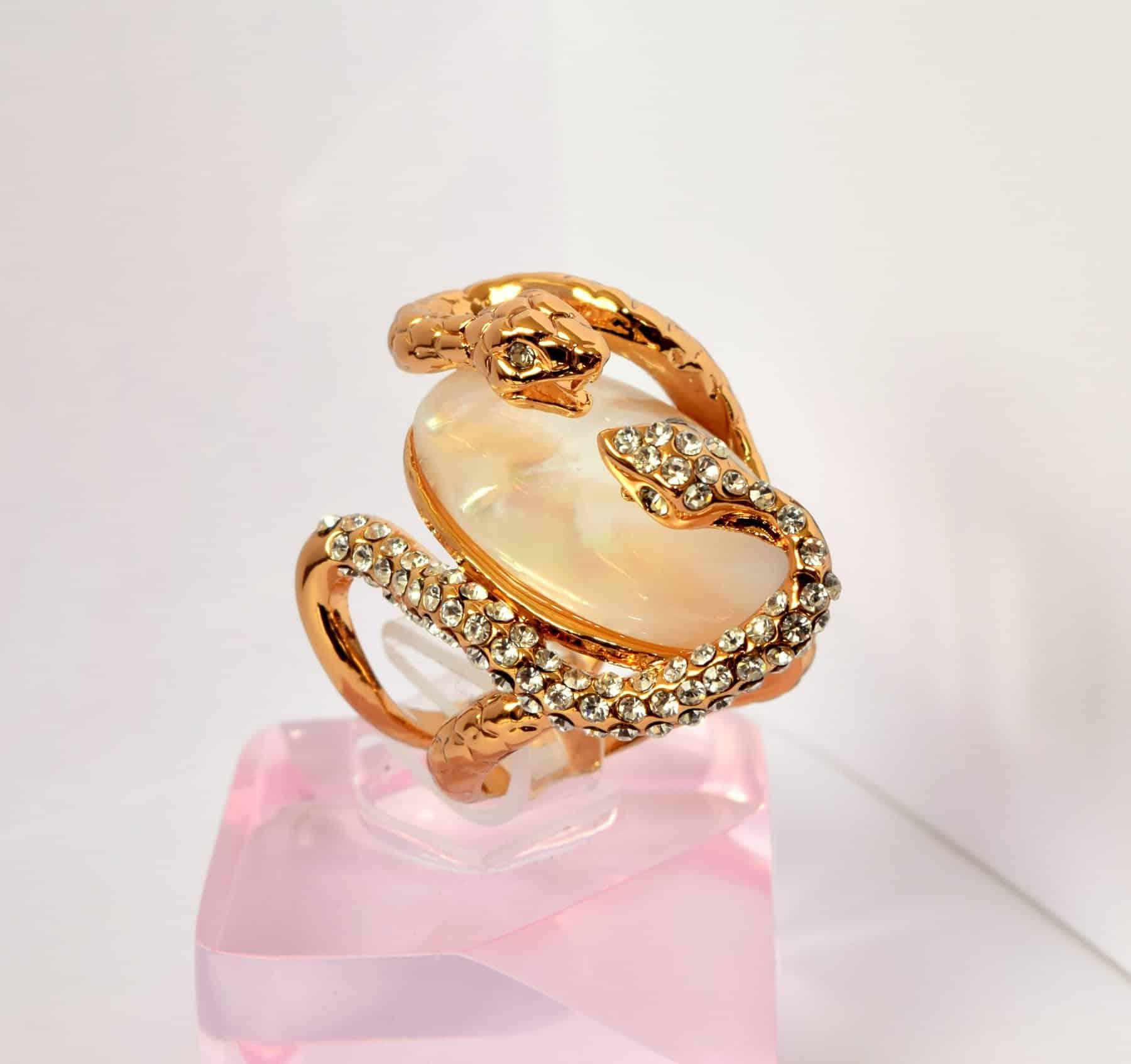 انگشتر زنانه و دخترانه طلایی طرح مار کلیو با کریستال های سواروسکی rg-n023 (4)