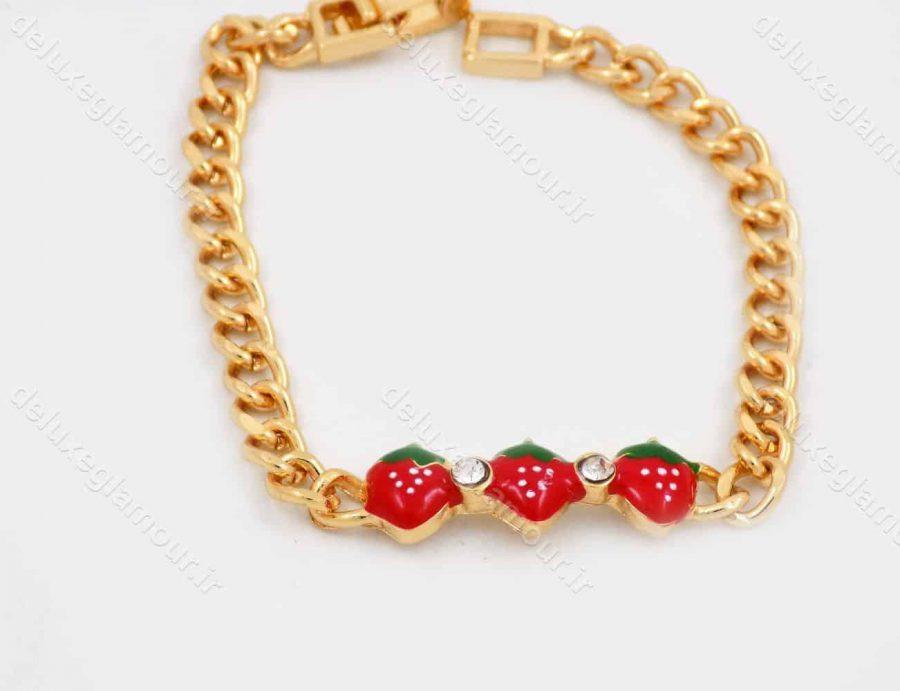 دستبند بچه گانه استیل با طرح توت فرنگی و طول 15 سانتی و قفل جعبه ای ds-n187 از نمای روبرو