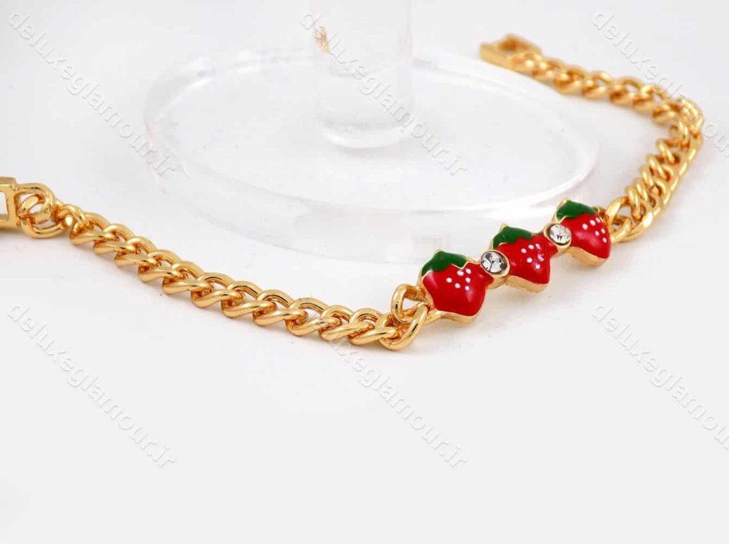 دستبند بچه گانه استیل با طرح توت فرنگی و طول 15 سانتی و قفل جعبه ای ds-n187 از نمای دور