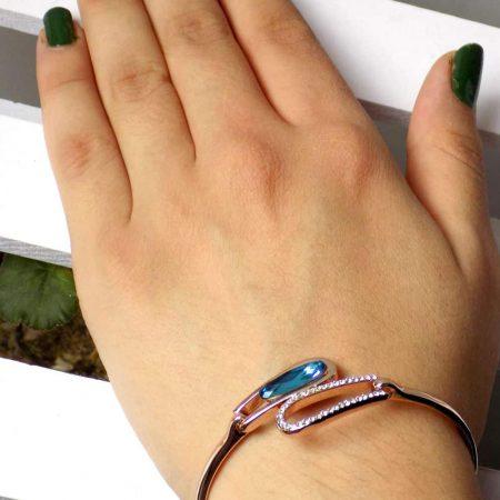 دستبند دخترانه جواهری رزگلد کلیو با نگین های سواروسکی اصل ds-n195 از نمای کنار