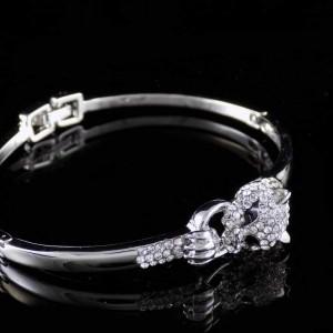 دستبند دخترانه جواهری طرح پلنگ کلیو با نگین های سواروسکی اصل ds-n196 از نمای دور