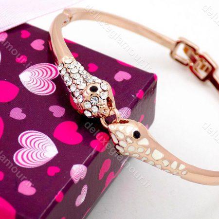دستبند دخترانه رزگلد جواهری کلیو با نگین های سفید سواروسکی ds-n191 از نمای کنار