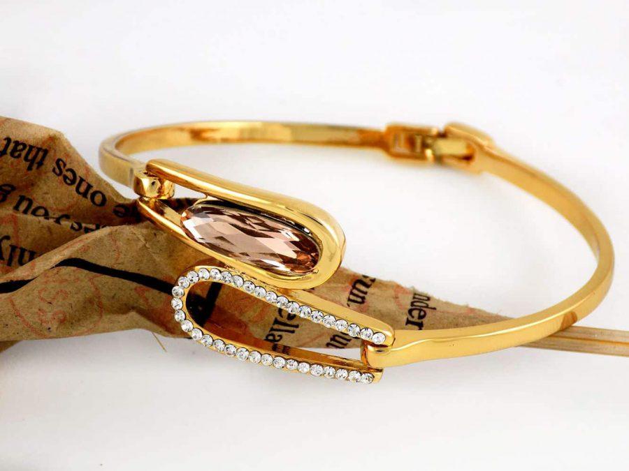 دستبند دخترانه طرح طلای کلیو با نگین های سواروسکی اصل و قفل جعبه ای ds-n176 از نمای نزدیک