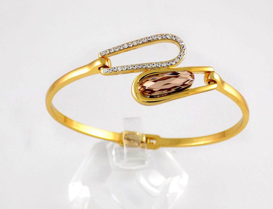 دستبند دخترانه طرح طلای کلیو با نگین های سواروسکی اصل و قفل جعبه ای ds-n176 از نمای روبرو