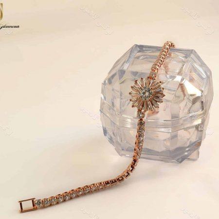 دستبند دخترانه طرح قاصدک کلیو با کریستالهای سواروسکی Ds-n189 روی استند