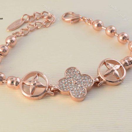 دستبند دخترانه طرح ون کلیف کلیو با کریستالهای سواروسکی Ds-n190 روی زمین