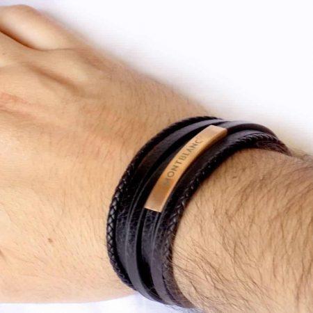دستبند مردانه چرم چند لاینه طرح مونت بلانک با رویه رزگلد استیل ds-n194 از نمای روی دست