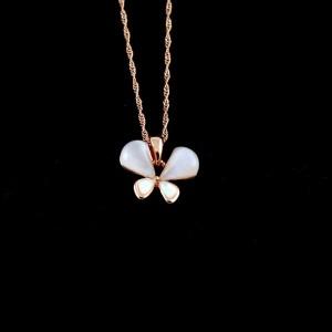 نیم ست دخترانه جواهری رزگلد کلیو با سنگ اپال اصل Ns-n165 از نمای گردنبند تک