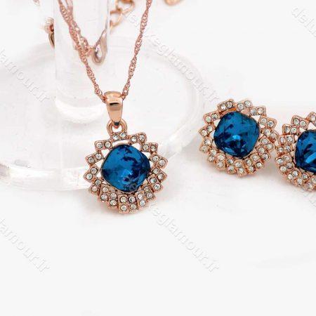 نیم ست دخترانه جواهری رزگلد کلیو با نگین های آبی و سفید اصل سواروسکی ns-n150 از نمای نزدیک