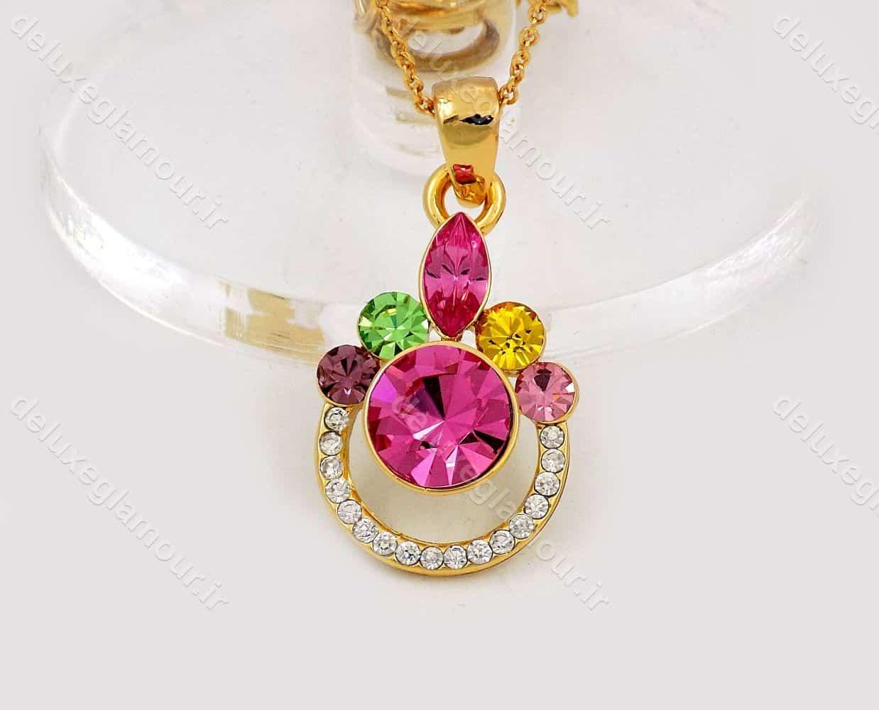 نیم ست دخترانه جواهری طلایی برند کلیو با نگین های رنگی اصل سواروسکی ns-n156 از نمای گردنبند تک