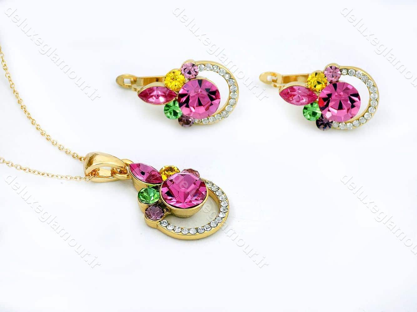 نیم ست دخترانه جواهری طلایی برند کلیو با نگین های رنگی اصل سواروسکی ns-n156 از نمای پایین