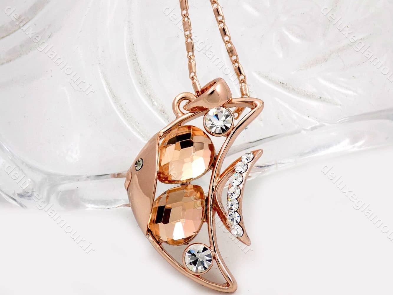 گردنبند دخترانه جواهری طرح ماهی و نگین های شامپاینی سواروسکی nw-n144