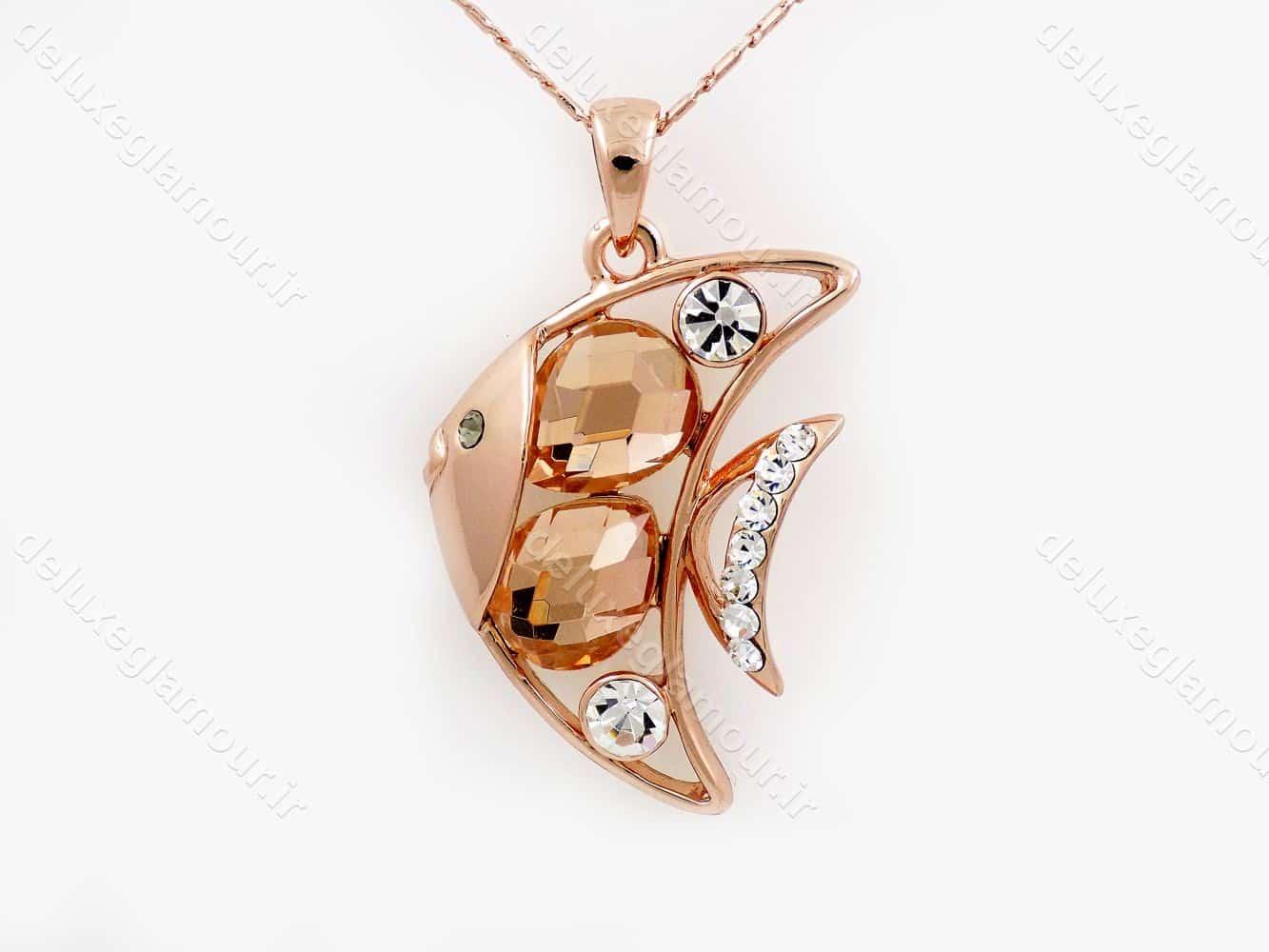گردنبند دخترانه جواهری طرح ماهی و نگین های شامپاینی سواروسکی nw-n144 از نمای روبرو