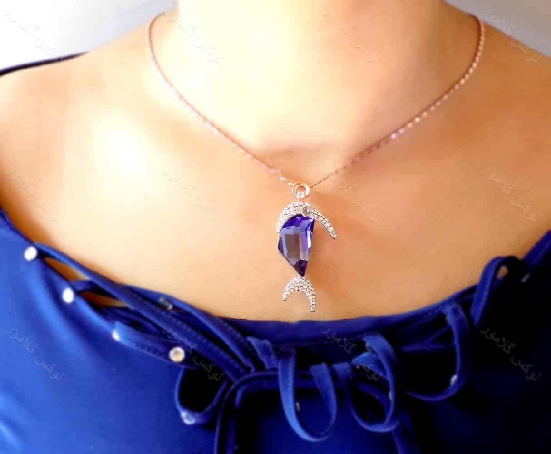 گردنبند دخترانه طرح ماهی کلیو با نگین های سه بعدی اصلی سواروسکی nw-n131