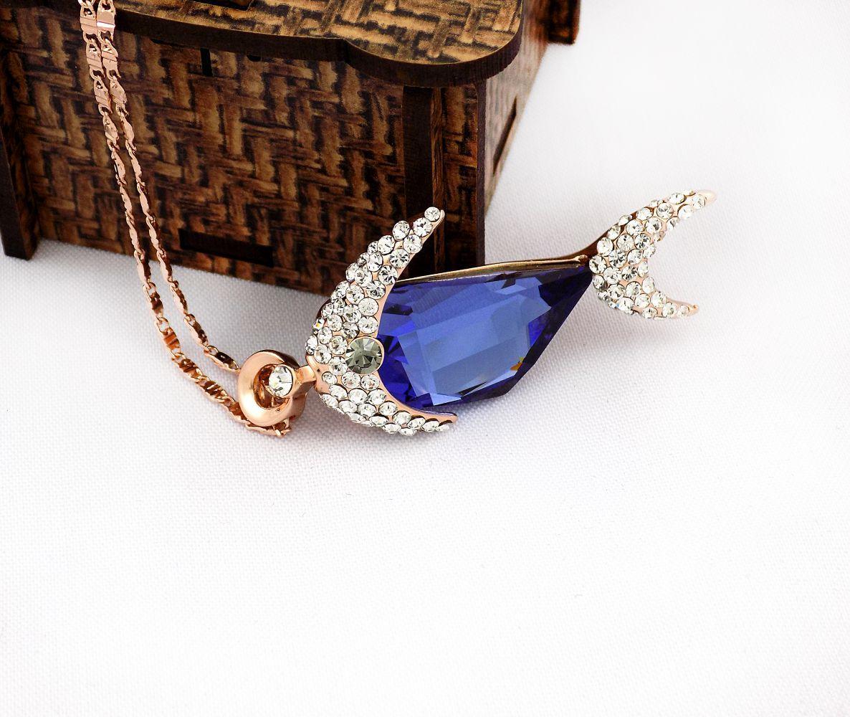 گردنبند دخترانه طرح ماهی کلیو با نگین های سه بعدی اصلی سواروسکی nw-n131 از نمای روبرو