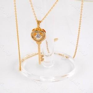 گردنبند دخترانه ژوپینگ با طرح کلید و روکش آب طلای 18 عیار و نگین زیرکونیا nw-n138 از نمای روبرو