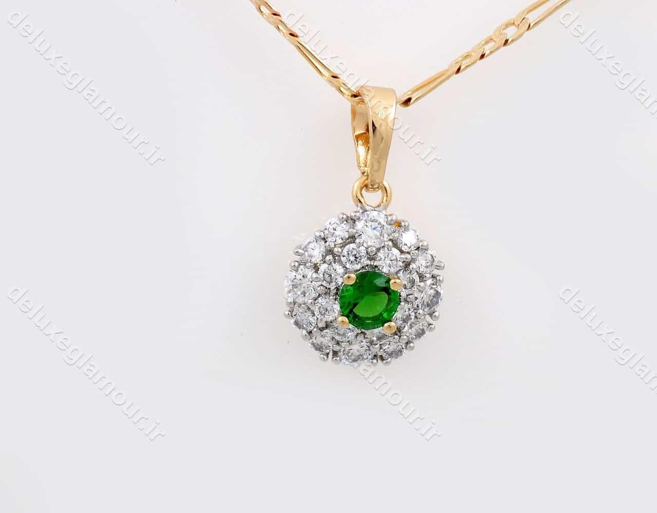 گردنبند دخترانه ژوپینگ با نگین کریستالی سبز و سفید از جنس زیرکونیا nw-n140 از نمای روبرو