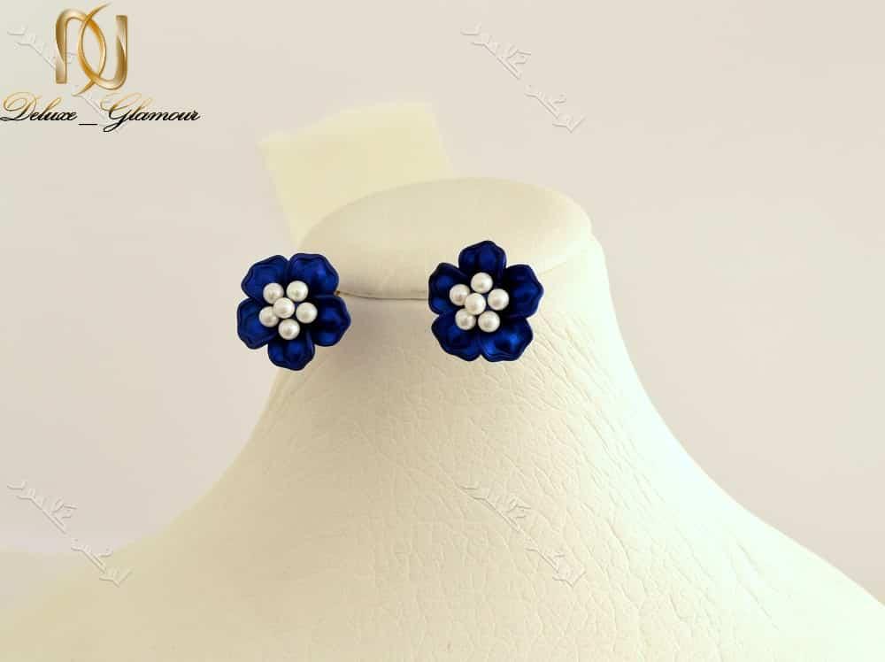 گوشواره دخترانه فانتزی طرح گل آبی برند کلیو Er-n1128 عکس روی مانکن