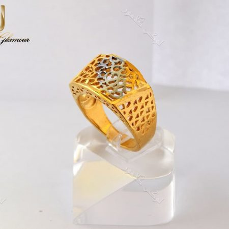 انگشتر طرح طلای برنجی مدل توری با تاج مستطیلی دورنگ Rg-n149 عکس روی استند