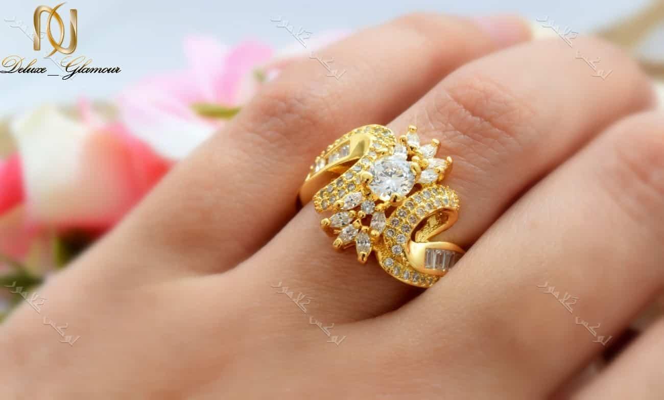 انگشتر زنانه طرح طلا تیتانیومی با نگین باگت درشت برجسته Rg-n146