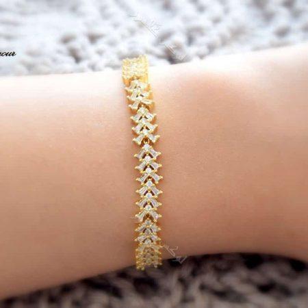 دستبند ظریف طلایی دخترانه نگیندار کلیو با کریستالهای سواروفسکی Ds-n182 عکس روی دست
