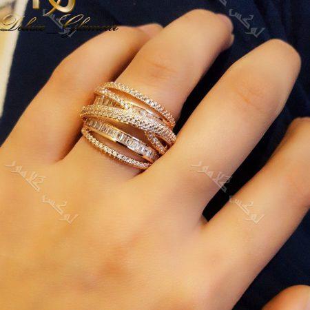 انگشتر نگیندار رزگلد کلیو با کریستالهای سواروفسکی Rg-n162 عکس روی دست