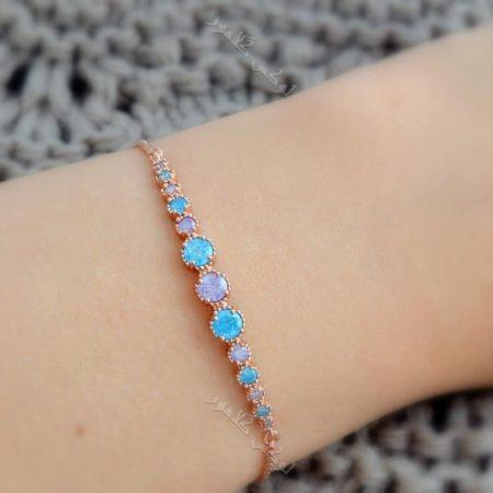 دستبند دخترانه ظریف رزگلد کلیو با سنگ اوپال قیمتی و بند مارشالی Ds-n177 عکس روی دست