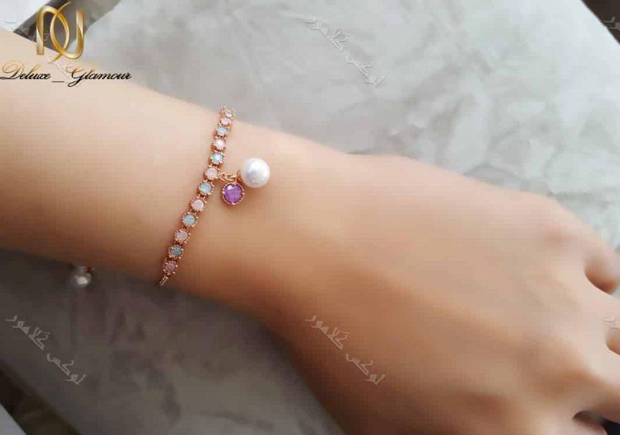 دستبند دخترانه بند کراواتی کلیو با سنگهای اوپال سواروفسکی Ds-n193 عکس روی دست