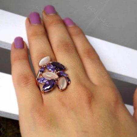 انگشتر جواهری کلیو با نگین های بنفش سواروسکی و سنگ اپال RG-N161 از نمای کنار