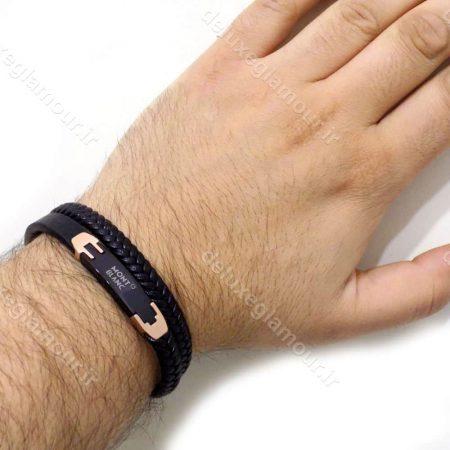 دستبند مردانه چرم طرح مونت بلانک با رویه استیل مشکی و رزگلد ds-n192 از نمای روی دست