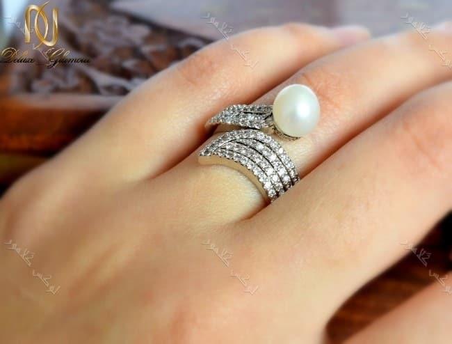 انگشتر نقره ای زنانه کلیو با مروارید پرورشی و کریستالهای سواروفسکی Rg-n144