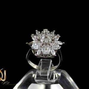 انگشتر زنانه نقره طرح گل با نگین های سفید از نوع زیرکونیا dl-a107 از نمای مشکی