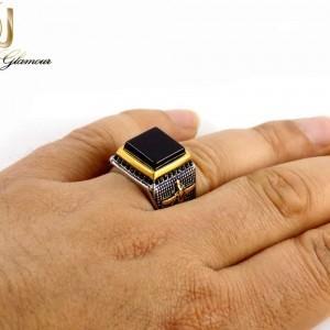 انگشتر مردانه استیل دو رنگ طرح فروهر با نگین طرح عقیق dl-s120 از نمای روی دست