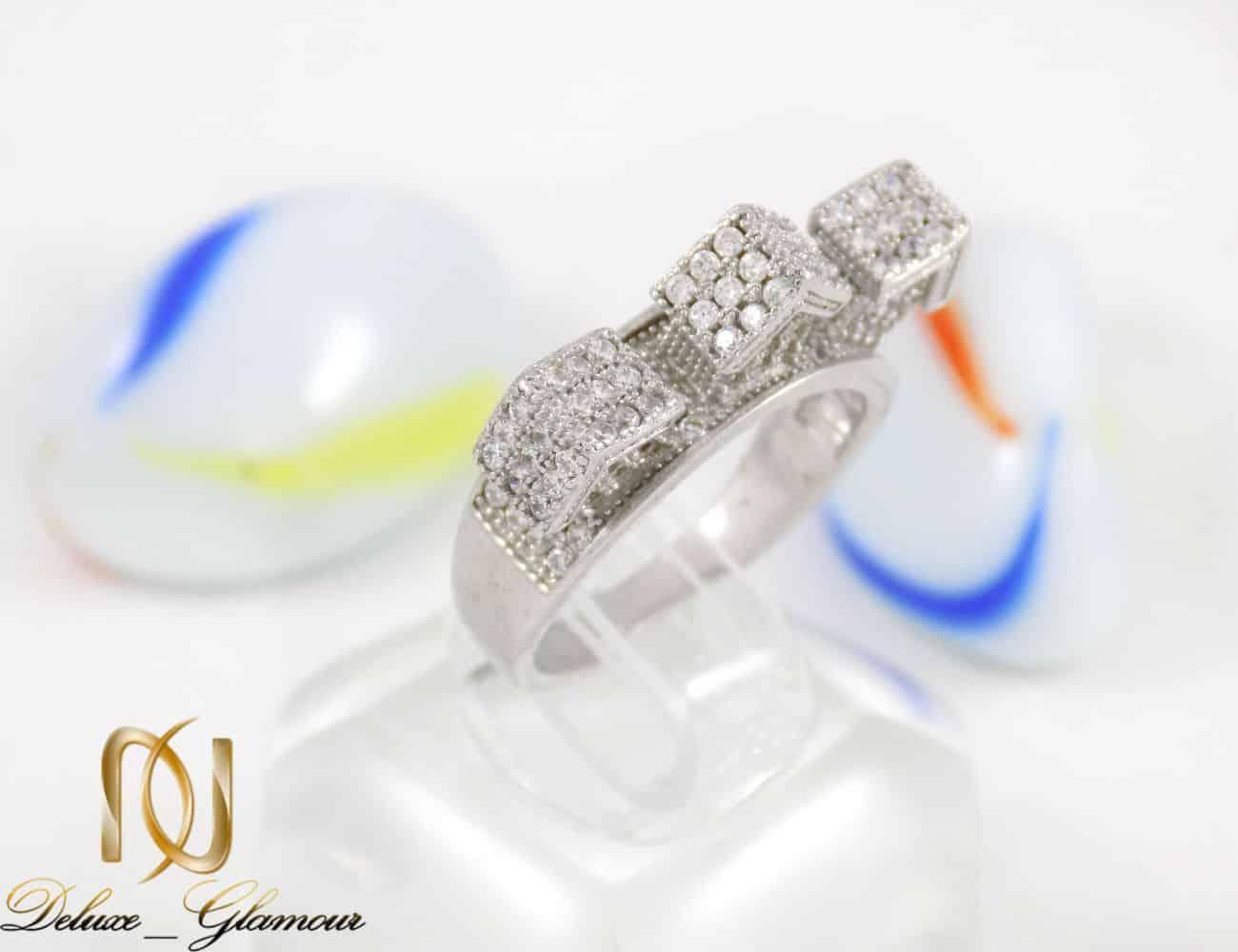 انگشتر نقره زنانه طرح میکرو خانه ای با نگین های سفید زیرکونیا dl-a109 از نمای نزدیک