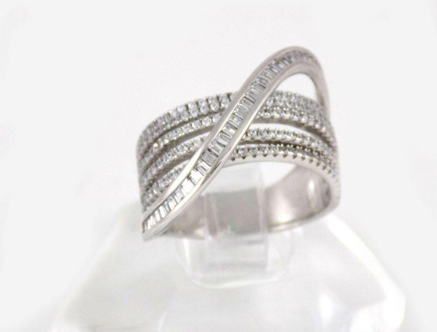 انگشتر نقره زنانه 6.65 گرمی با نگین های کریستالی سفید زیرکونیا DL-A102 از نمای روبرو