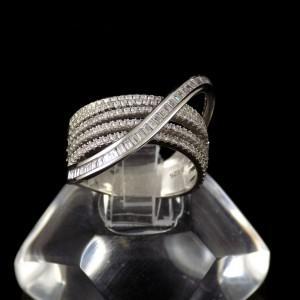 انگشتر نقره زنانه 6.65 گرمی با نگین های کریستالی سفید زیرکونیا DL-A102 از نمای دور