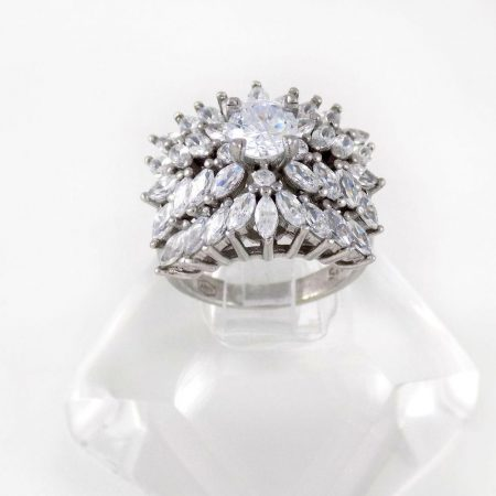 انگشتر نقره زنانه 8.55 گرمی طرح جواهر با نگین های کریستالی سفید زیرکونیا DL-A104 از نمای بالا