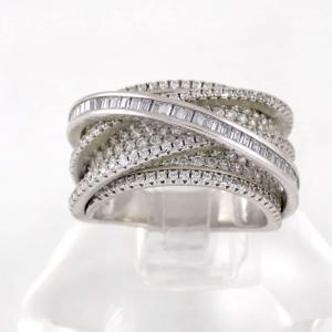 انگشتر-نقره-زنانه-8.65-گرمی-با-نگین-های-زیرکونیا-سفید-رنگ-DL-A103.jpg از نمای نزدیک