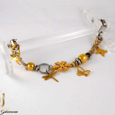دستبند دخترانه استیل دورنگ آویزدار طرح طلا ds-n200 از نمای دور