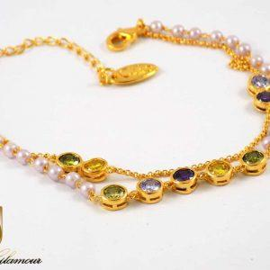 دستبند دخترانه کلیو با نگین های رنگی سواروسکی اصل ds-n202 از نمای کنار