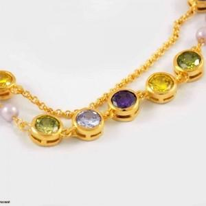 دستبند دخترانه کلیو با نگین های رنگی سواروسکی اصل ds-n202 از نمای روبرو