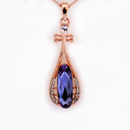 گردنبند دخترانه جواهری رزگلد کلیو با نگین بنفش سوراوسکی اصل nw-n157 از نمای نزدیک