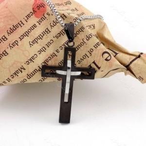 گردنبند مردانه استیل طرح صلیب مشکی با زنجیر آجری 21 سانتی nw-n159 از نمای دور